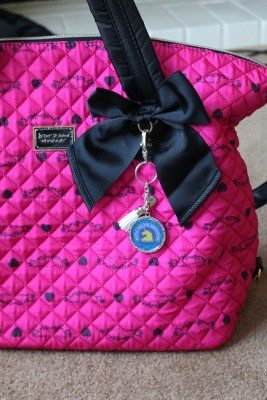 DIY Zipper pull or key chain for unners- for the full tutorial  visit the site
